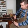 Śpilory, kopyta i raszple. Wiesław Kopeć kolekcjonuje narzędzia szewskie