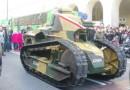 Zabytkowy czołg Renault FT-17 z bitwy warszawskiej poprowadził defiladę na Święto Niepodległości