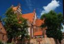 Kosztowne tkaniny, modlitewniki i syfilis- co kryją posadzki kościoła w Gniewie?