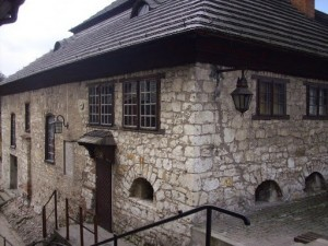 Odrestaurowana synagoga, którą miano wznieść z polecenia Kazimierza Wielkiego / fot. Adam Rębacz