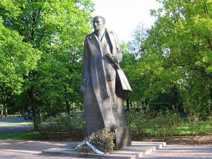 Pomnik Romana Dmowskiego w Warszawie / fot. masti, ten plik udostępniony jest na licencji CC Uznanie autorstwa – Na tych samych warunkach 3.0