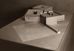 Muzeum – model budynku, wyk. Kuba Morkowski i Adam Perka, 2010, sklejka brzozowa, 250 x 150 x 120 cm / fot. Jan Smaga.