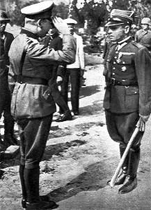 Gen. Eberhardt salutuje przed mjr Sucharskim podczas rozmów o poddaniu Westerplatte
