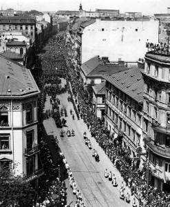 Uroczystości pogrzebowe Pierackiego na Nowym Świecie w Warszawie