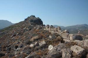 pozostałości muru okalającego akropol/fot. K. Niedziółka