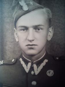 Kapral Stanisław Gendek w okresie odbywania zasadniczej służby wojskowej. Zdjęcie z 1948r.