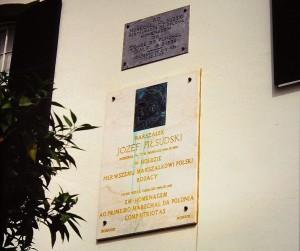 Tablice pamiątkowe na Quinta Bettencourt, gdzie mieszkał marszałek Piłsudski / fot. Mariusz Paździora, CC-BY-SA-3.0