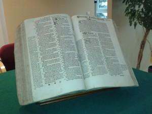 Biblia brzeska zaprezentowana podczas pierwszego dnia obrad / fot. Grzegorz Michalak