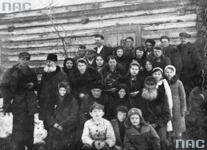 Polacy deportowani z okolic Krzemieńca / fot. NAC