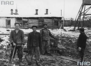 Polacy w łagrze w Workucie / fot. NAC