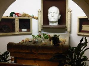 Nagrobek Mussoliniego, aut. Lovio, CC-BY-SA-3.0