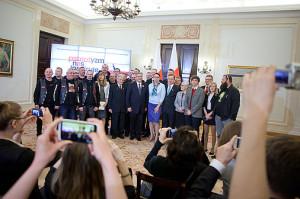 Wspólne zdjęcie laureatów Plebiscytu wraz z Prezydentem RP