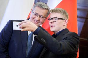"""Moda na """"selfi"""" pojawiła się również w Pałacu Prezudenckim"""