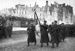 450px-Polish_Army_Parade_waf-2012-1502-29_(1945)