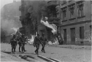 Żołnierze niemieckiej formacji SS na ulicy Nowolipie.