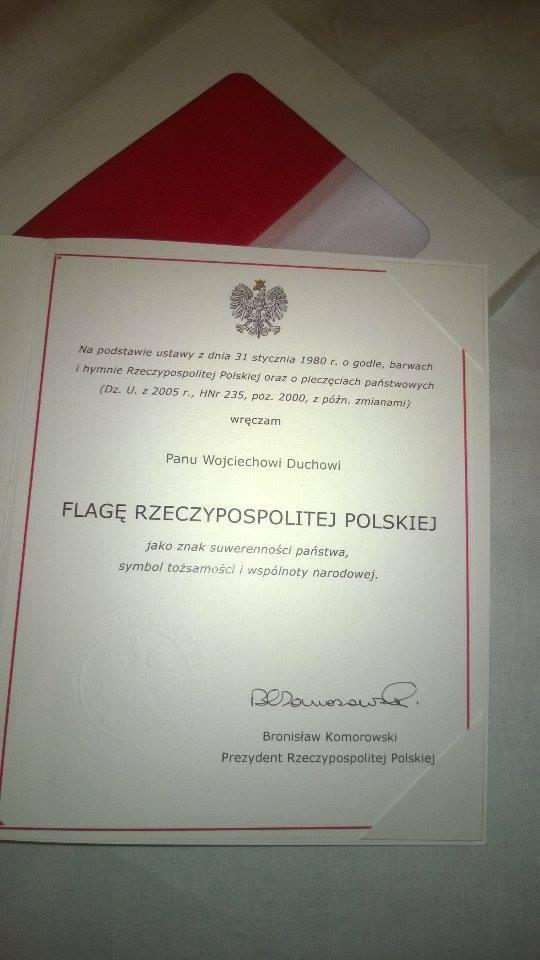 Dyplom oraz flaga wręczona podczas finału Plebiscytu