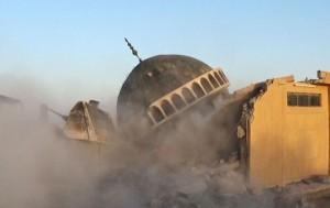 Zniszczony meczet, aut. AP CC BY-SA 3.0