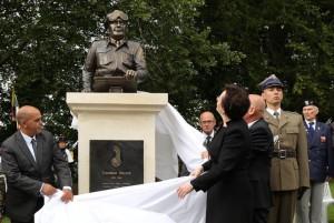 W Normandii stanął pierwszy pomnik gen. Stanisława Maczka