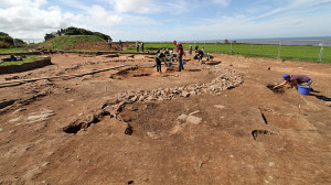 Wykopaliska wokół świątyni, zdjęcie ze strony http://www.culture24.org.uk/history-and-heritage/archaeology/art492568-Altars-dedicated-Roman-Jupiter-classical-temples-intrigue-Maryport-archaeologists