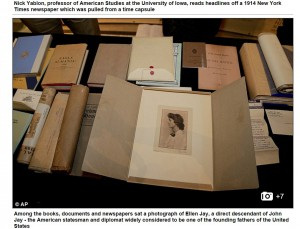Dokumenty, które znajdowały się w kapsule, screen ze strony DailyMail