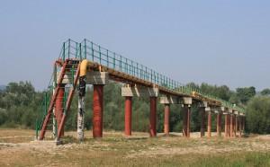 Rurociąg Przyjaźń nad rzeką Stryj we wsi Rozhurcze w rejonie stryjskim obwodu lwowskiego na Ukrainie CC BY-SA 3.0