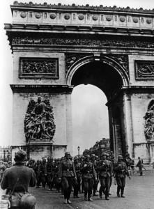 Bundesarchiv_Bild_101I-126-0347-09A,_Paris,_Deutsche_Truppen_am_Arc_de_Triomphe