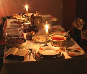 Tradycyjny polski stół wigilijny - fot. Przykuta CC BY-SA 3.0