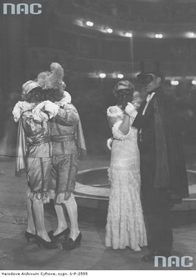 Bal sylwestrowy 1932/1933 w Teatrze Wielkim w Warszawie/fot. nac.gov.pl sygn. 1-P-2555