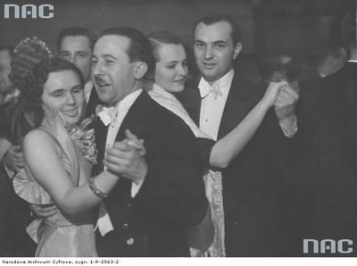 Bal sylwestrowy 1936/1937 w Hotelu Bristol w Warszawie/ fot. nac.gov.pl sygn. 1-P-2563-2