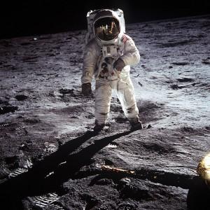 """Edwin """"Buzz"""" Aldrin na Księżycu, 20 lipca 1969 r,"""