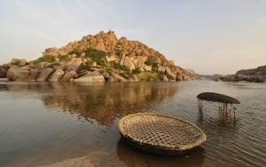 Korakle na rzece Tungabhadra w Indiach. Taki kształt, według pana Finkla, miała mieć Arka Noego, CC BY-SA 3.0