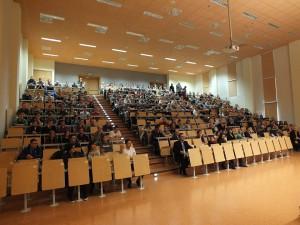 Na długo przed wykładem aula była zapełniona słuchaczami / fot. Krystian Chyrkowski