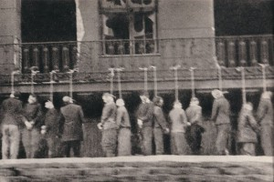 800px-Poles,_inmates_of_Pawiak_prison,_hanged_by_Germans_in_Leszno_Street_,_Warsaw_February_11th_1944