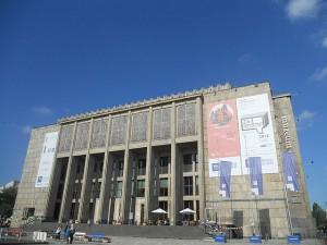 Gmach Główny Muzeum Narodowego w Krakowie / fot. Mach240390, CC BY-SA 3.0