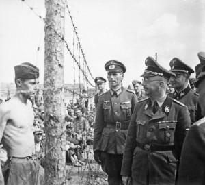 Himmler_besichtigt_die_Gefangenenlager_in_Russland._Heinrich_Himmler_inspects_a_prisoner_of_war_camp_in_Russia,_circa..._-_NARA_-_540164