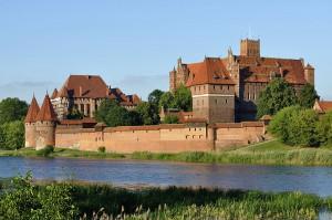 Widok Pałacu Wielkich Mistrzów i Zamku Wysokiego od strony Nogatu / fot. Carschten, CC-BY-SA 3.0