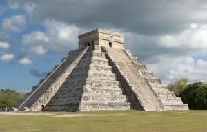 Piramida Kukulkana / fot. Fcb981. CC-BY-SA 3.0