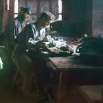 Robotnicy pracujący nad odlewem artystycznym, fot. Siergiej Prokudin-Gorski, ok. 1910 r.