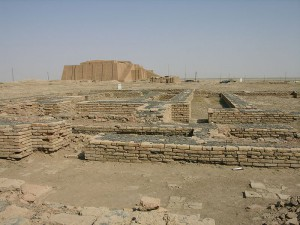 Widok na częściowo zrekonstruowane ruiny miasta Ur / fot. M.Lubinski, CC-BY-SA 3.0