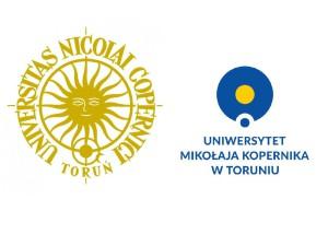 Dotychczasowe logo UMK po lewej i obok niego propozycja, która spotkała się z falą krytyki