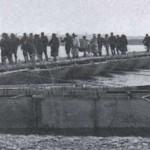 Japończycy przekraczają rzekę Yalu, 1904 r