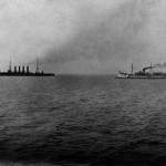 Okręty rosyjskie przed bitwą w zatoce Czemulpo Wariag (po lewej) i Koriejec, 8 lutego 1904 r