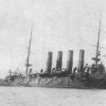 Uszkodzony i przechylony Wariag po bitwie w zatoce Czemulpo, 9 lutego 1904 r
