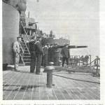 Załoga pancernika Sewastopol ogląda zniszczenie okrętu Pietropawłowsk