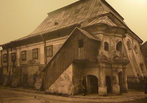800px-Synagogue_in_Przeworsk_(1934)