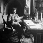 Aleksander Kiereński w swoim gabinecie, 1917 r