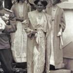 Caryca Aleksandra z córkami Tatianą i Olgą, początek XX wieku