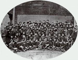 Wielki książę Nikołaj Nikołajewicz i general Iosif Gurko z oficerami i zagranicznymi obserwatorami wojskowymi przed podpisaniem pokoju, San Stefano, 19 lutego 1878 r