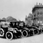 carskie samochody marki renault na placu pałacowym, Sankt Petersburg, 1900 r