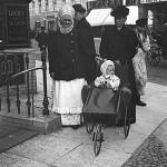 petersburczanki na spacerze - początek XX wieku